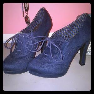 Fioni Blue Suede Heels sz 9 NWT